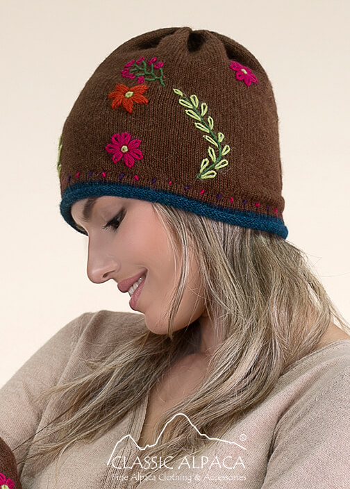 Embroidered Flower Alpaca Set